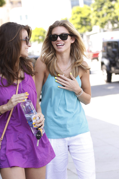 More Pics of AnnaLynne McCord Wayfarer Sunglasses (1 of 12) - AnnaLynne McCord Lookbook - StyleBistro