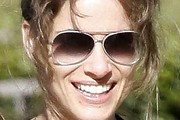 Amanda Peet Aviator Sunglasses