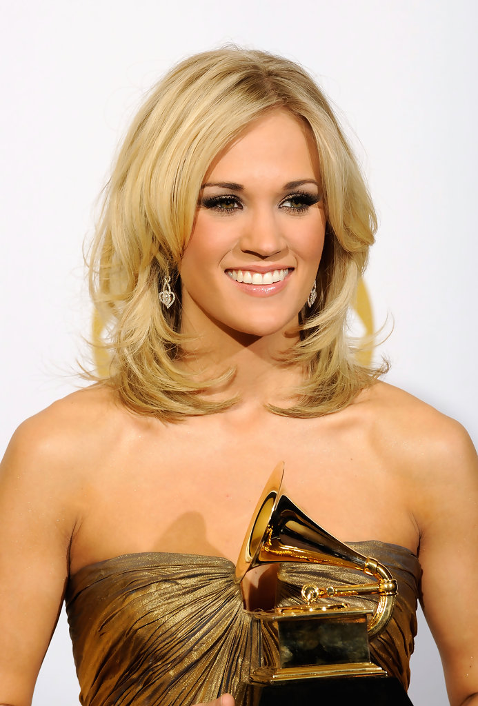 Carrie Underwood Medium Curls - Carrie Underwood Shoulder ...