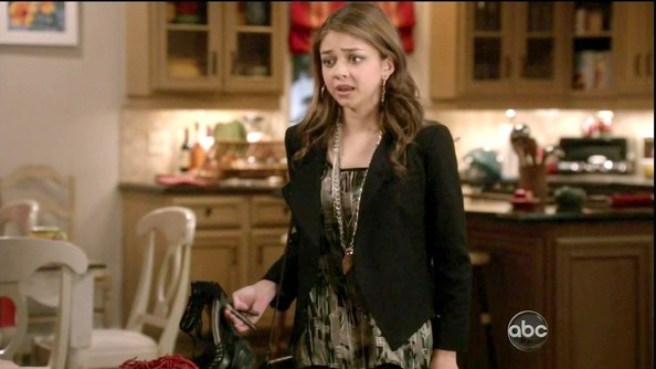 Sarah Hyland added interest to her look with long layered chain necklaces.