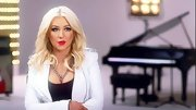 Christina Aguilera strengthened her style with a chain necklace and epaulet-detailed blazer.