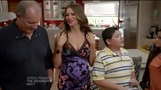 Sofia Vergara showed off her expanding shape on 'Modern Family' in a tight print dress.