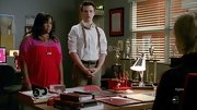 Amber Riley kept color-blocking alive on 'Glee' with this two-tone cold shoulder top.