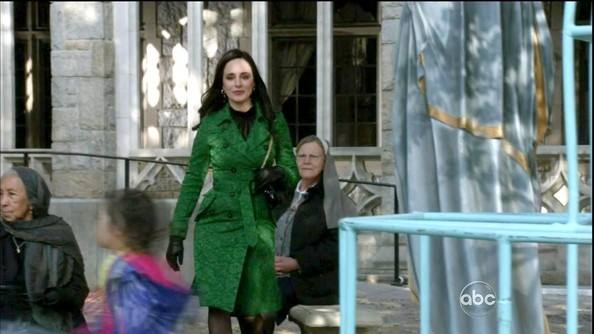 Madeleine Stowe chose an emerald green belted trench for her classically preppy look on 'Revenge.'