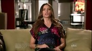Sofia Vergara kept her maternity wear colorful on 'Modern Family' with a silky print top.