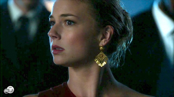 Emily VanCamp Gold Dangle Earrings