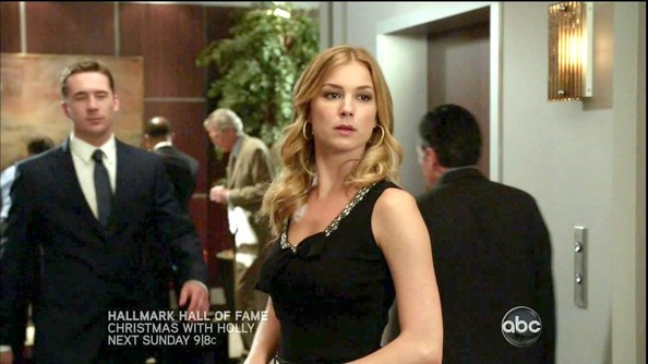 Emily Vancamp Little Black Dress Emily Vancamp Revenge Looks