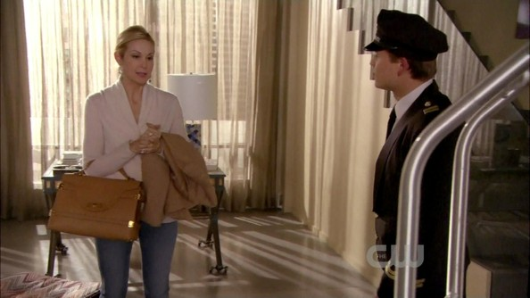 More Pics of Kelly Rutherford Leather Tote (1 of 8) - Tote Bags Lookbook - StyleBistro