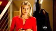 Eliza Coupe proved simple is often best on 'Happy Endings' in this tight red cardi.