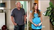 Sofia Vergara livened up her maternity style on 'Modern Family' with a bold turquoise tunic.