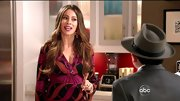 Sofia Vergara embraced a bold maternity look on 'Modern Family' in a bright print dress.