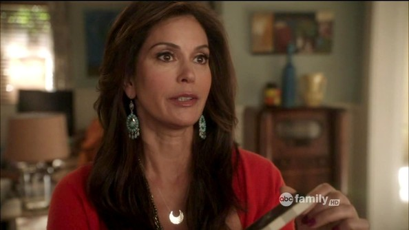 Teri Hatcher Dangle Decorative Earrings