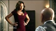 Vanessa Williams showed off her superb shape in an on-trend oxblood bandage dress.