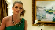 AnnaLynne McCord's gold tribal necklace gave her emerald cocktail dress the perfect exotic edge.