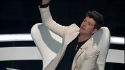 Aside from weddings, white blazers don't get a ton of play, but after seeing how dapper Robin Thicke looks in his that may change.
