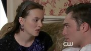 Leighton Meester relied on character Blair Waldorf's favorite accessory, the headband, in a serious scene on 'Gossip Girl.'