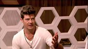 Robin Thicke gives a simple white V-neck some rock'n'roll flair with a couple of necklaces.