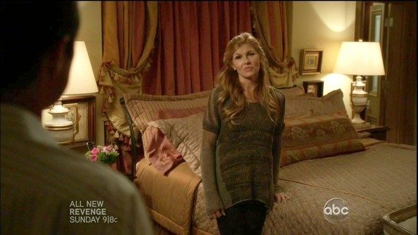 More Pics of Connie Britton Crewneck Sweater (4 of 17) - Connie Britton Lookbook - StyleBistro