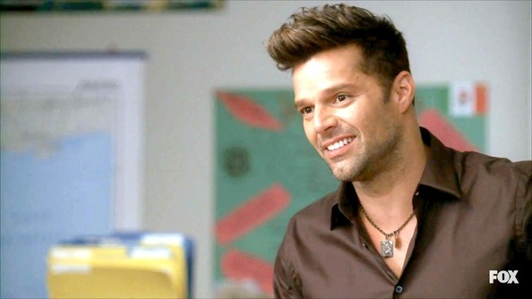 Ricky Martin accessorized his buton-up with this subtle chain necklace.